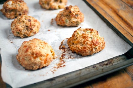 This easy biscuit recipe for Cheddar Biscuits is absolutely out of this world! A copycat recipe from the amazing Red Lobster cheese biscuits.