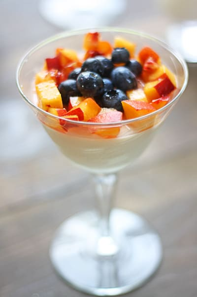 panna cotta with peaches and blueberries