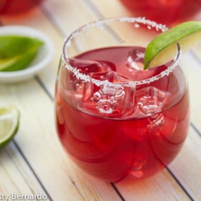 These are the BEST pomegranate margaritas!! Double the batch for a crowd - no more making a cocktail every two minutes! | www.thewickednoodle.com