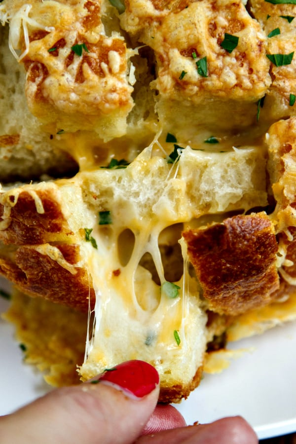 cheesy chive & garlic pull-apart bread - EASY and tastes AMAZING!