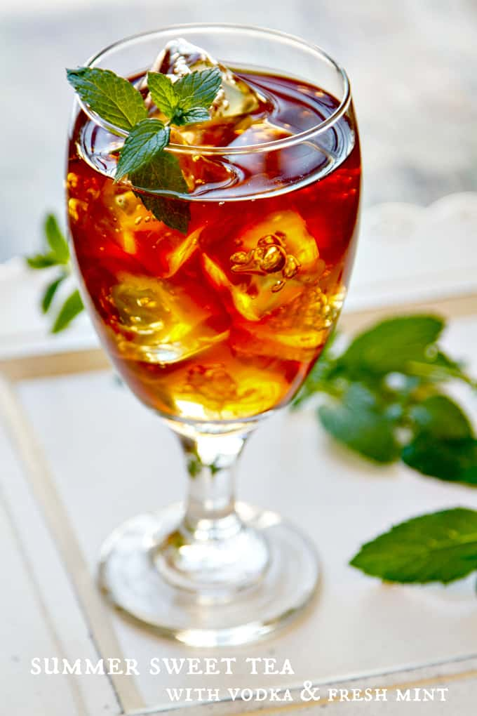 summer sweet tea with vodka & fresh mint - a refreshing summer cocktail!