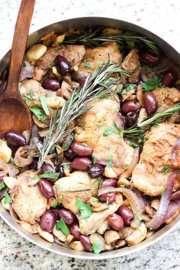 This Italian Garlic Chicken Skillet with olives, rosemary, onions, and mushrooms is the perfect dinner for the entire family. 30 minutes is all you need.