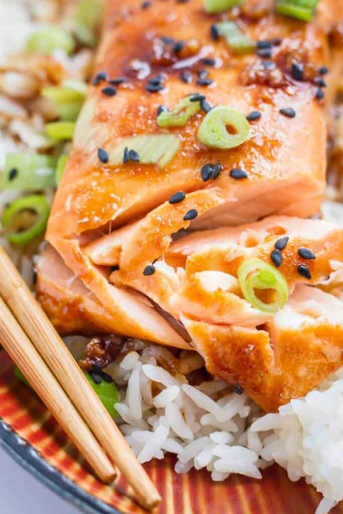 Just 15 minutes to a healthy and delicious dinner! Sweet and Spicy Baked Salmon