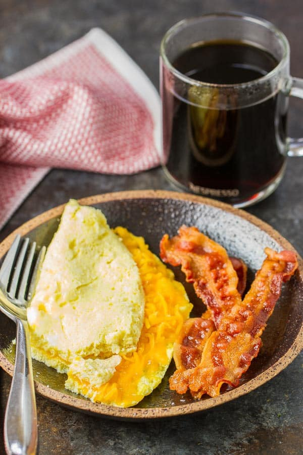 Omelet, crispy bacon and perfect coffee in just 10 minutes!