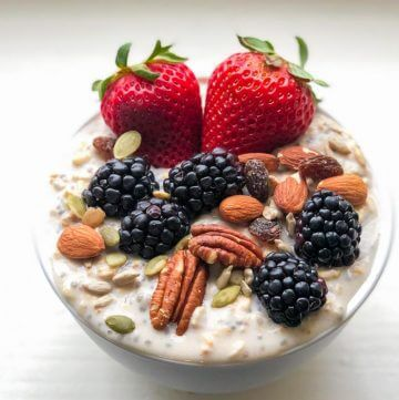 Overnight Oatmeal with Yogurt and Fresh Fruit