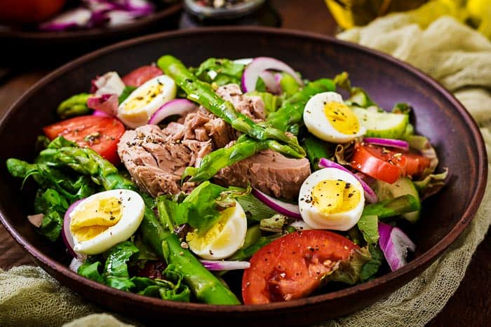 a bowl of salad nicoise